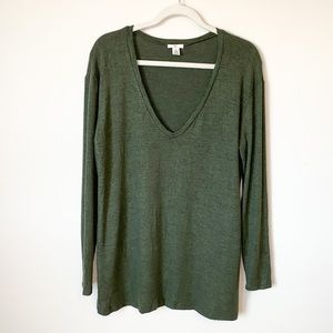 BP V Neck Sweater in Green Size Small